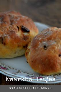 Zelf lekker zoete broodjes bakken? Recept voor kwarkbolletjes met noten en fruit