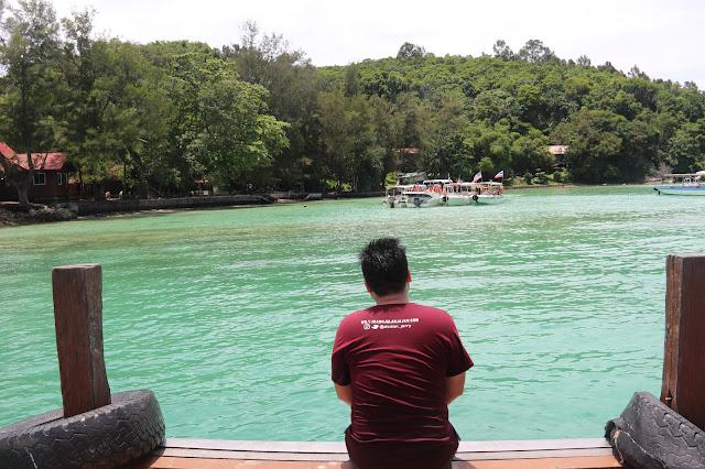 Sapi Island, pantai berpasir putih dengan air yang hiaju kebiruan