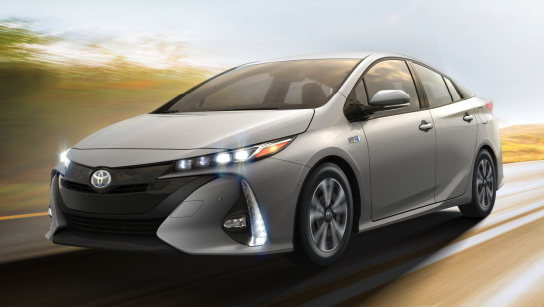 2017 Chevrolet Volt Premier vs. 2017 Toyota Prius Prime Advanced Review