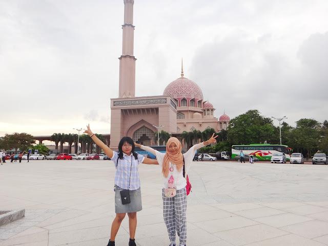 wisata Mesjid Putra Jaya Malaysia