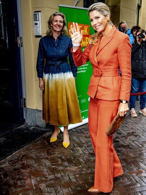 Queen Maxima wore a pantsuit from Natan, and Natan brooch, and Natan clutch. She wore nappa leather pumps from Gianvito Rossi
