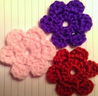 http://translate.googleusercontent.com/translate_c?depth=1&hl=es&rurl=translate.google.es&sl=en&tl=es&u=http://cattycrochet.blogspot.com.es/2014/03/crochet-flower-pattern.html&usg=ALkJrhjJxMGY5YslbwfSVPNY-rGRcKxRlg