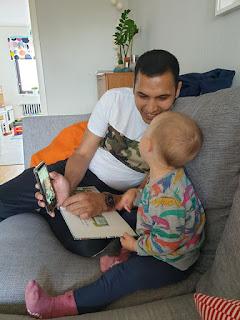 """Reza med sin """"lillebror"""" som han vyssade som liten."""