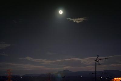 Lluna sobre el Montcau - 8/04/2020 20:25 UT des de Manresa