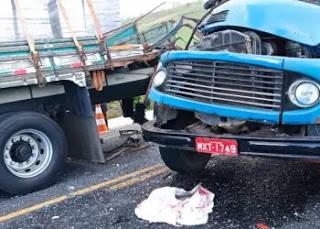 Mãe e filho morrem em grave acidente com caminhões entre Itapororoca e Mamanguape
