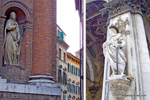 Detalhes decorativos de fachadas de Siena, Itália