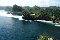 Wisata Pantai Batu Bengkung Malang 3