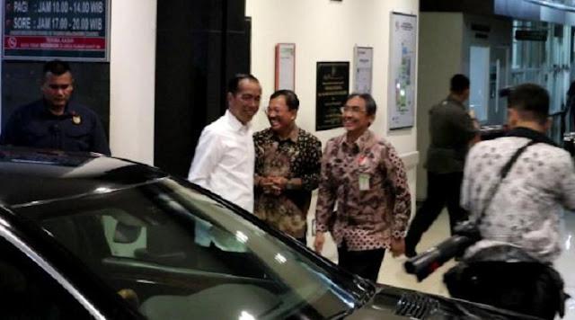 Presiden Jokowi Jenguk Cucu Ketiga di RS PKU Muhammadiyah Solo