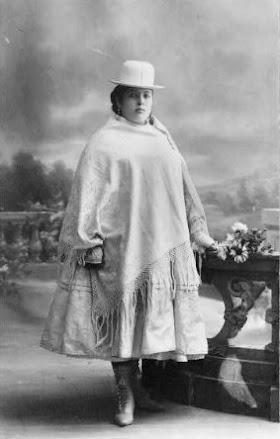 ¿Cuál es el origen de las vestimentas tradicionales de las cholitas?