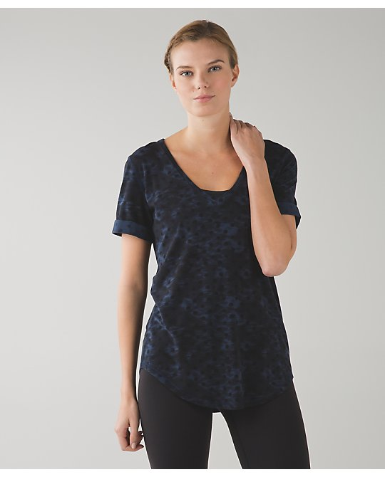 lululemon love-tee-naval-windy-blooms
