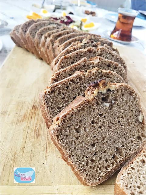 ekşi mayalı siyez ekmeği, ev yapımı ekmek tarifi, ekşi mayalı ekmek yapımı, siyez ekmeği