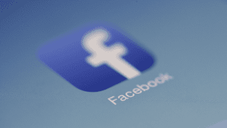 para cambiar el numero de celular en facebook solo debemos ir a la información personal y configurar teléfono