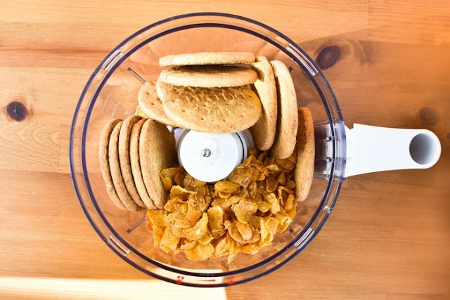 biscuits and cornflakes in food processor