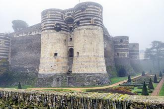 Ailleurs : Château d'Angers, forteresse médiévale, citadelle des ducs d'Anjou réputée imprenable
