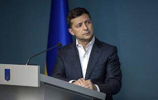 زيلينسكي يتصل على بوتين لمناقشة الوضع في دونباس