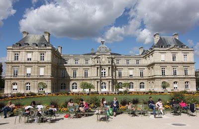 Jardin et Palais du Luxembourg, lively urban park, surrounding the Palace