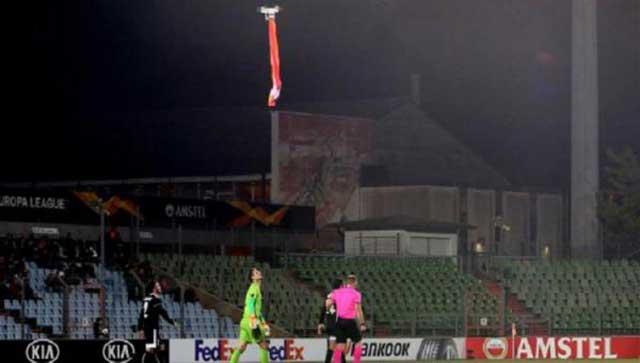 pertandingan bola Dihentikan Gara-Gara Drone