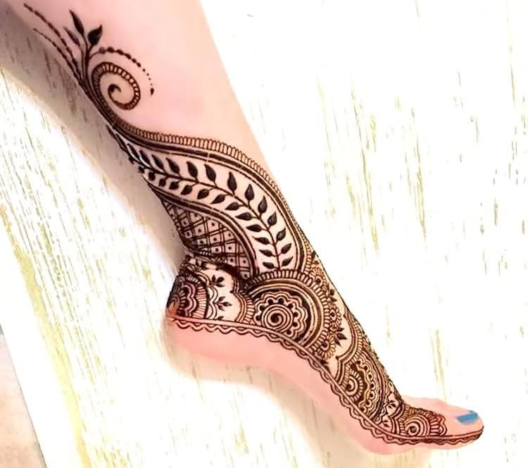 Traditional-Intricate-Side-Mehndi-Design