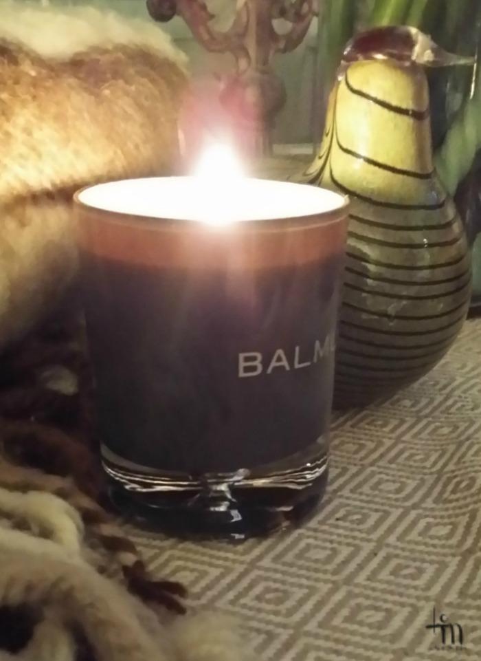 kynttilänvalo, villashaali ja lasinen fasaanilintu
