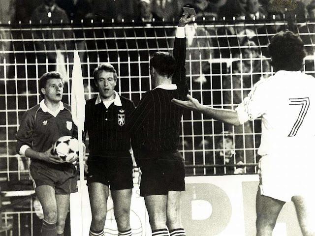 Expulsión del jugador sordo Damir Desnika durante el partido contra el Real Madrid en 1984