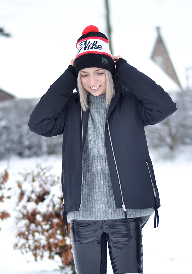 moon boots, snow boots, winter outfit, snow outfit, nike, zara, noisy may, patent trousers, ski outfit