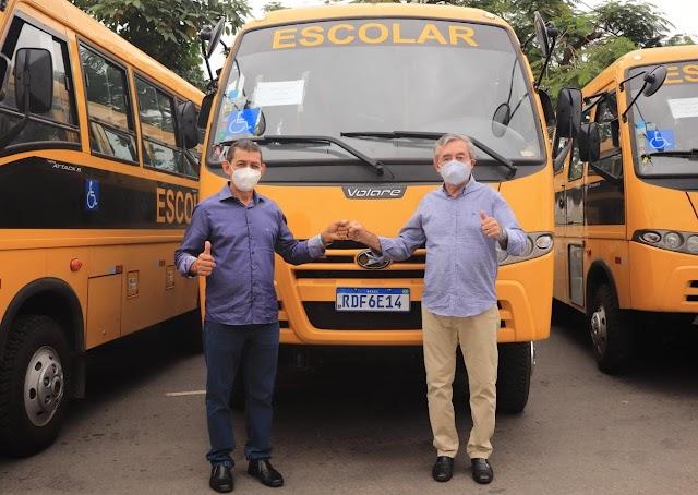 Reforço para a Educação: Baixa Grande recebe novo ônibus para transporte escolar