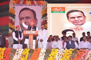 बाराबंकी : सपा प्रमुख अखिलेश यादव ने किया स्वर्गीय बेनी प्रसाद वर्मा की प्रतिमा का अनावरण