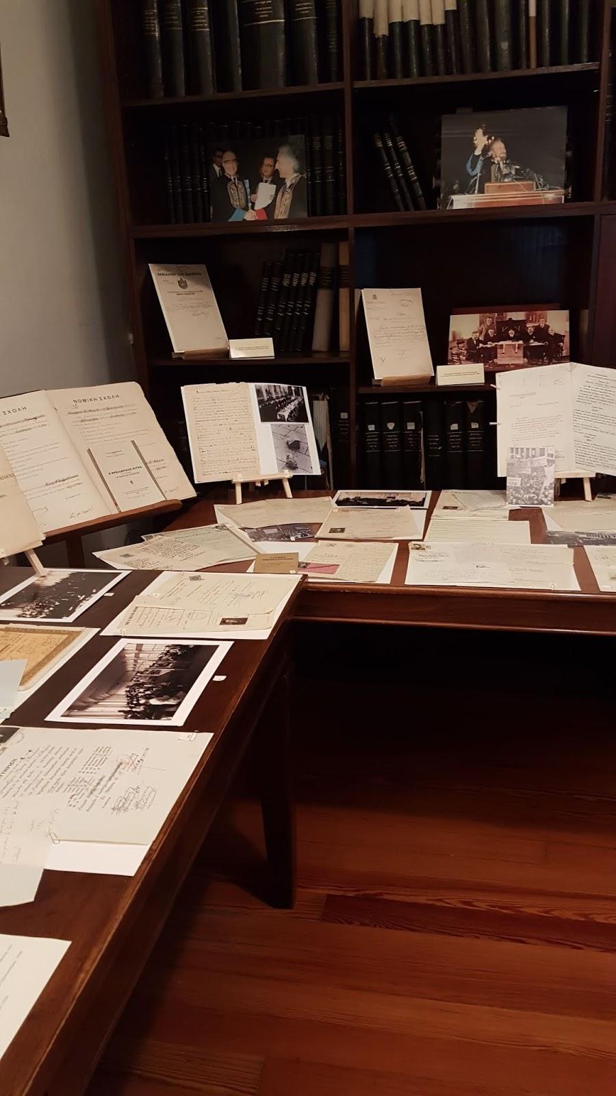145f22a8627e ... βλέπεις τις φωτογραφίες εποχής και τις υπογραφές τόσο λαμπερών αστέρων  του ελληνικού λογοτεχνικού στερεώματος είναι οπωσδήποτε συγκινητικό.