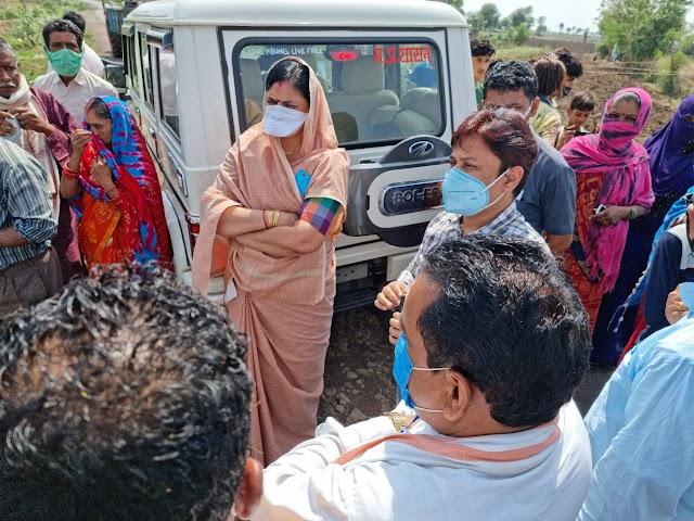 Ganjbasoda banva jageer village news : विधायक लीना जैन किसानों एवं ग्रामीणों की समस्याओं के लिए पहुंची विद्युत मंडल !!