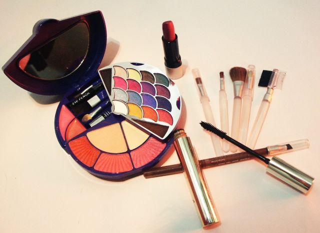 Cara Menggunakan Eyeshadow dengan Benar