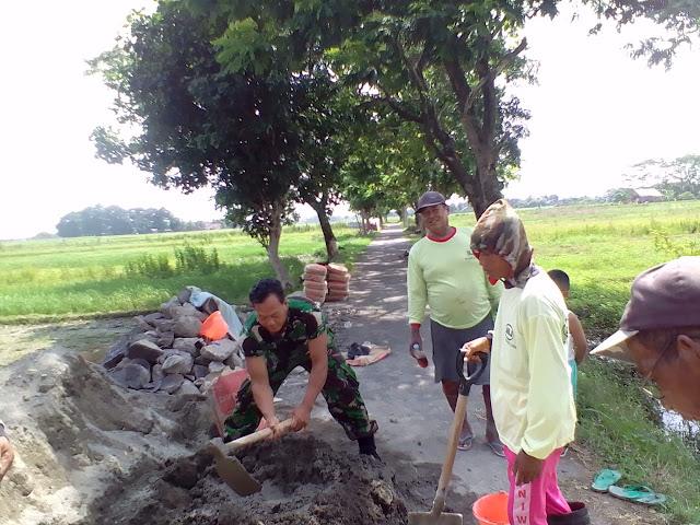 Wujudkan Kemanunggalan TNI Rakyat Saat Karya Bhakti