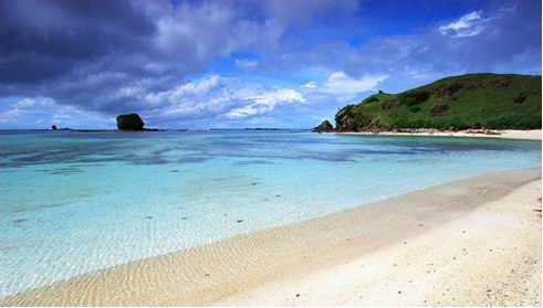 Wisata Lombok Yang Akan Membuatmu Ketagihan 07 Pantai Kuta Lombok