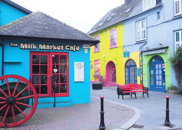 Kinsale, irlanti, etelä irlanti, cork, varikkaat talot, soma pikkukaupunki irlannissa, keltainen talo, sininen talo, vihrea talo, vari-iloittelua