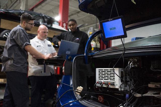 Ford Fusion 2-17 Hybrid Autônomo