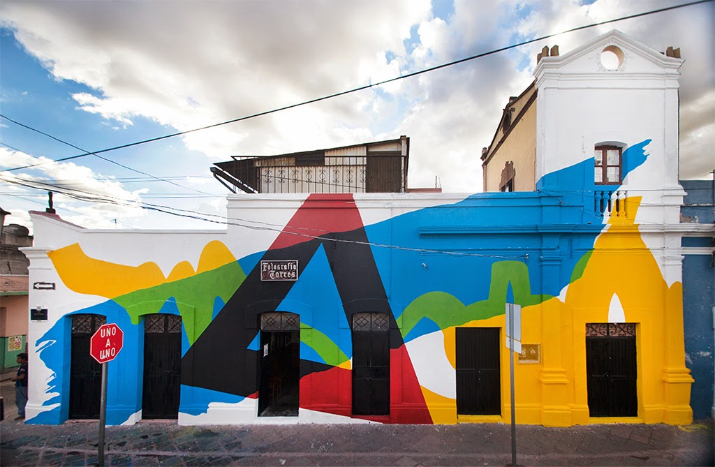 After a few days of work in the city of Queretaro in Mexico, Elian has now wrapped up his newest mural for the excellent Board Dripper Street Art Festival.