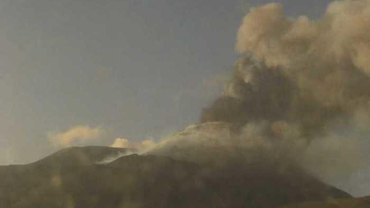Eruzione Etna cenere lavica aeroporto di Catania