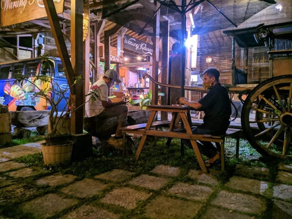 Lowongan Waiters di  Warung Kudusan Coffee-Resto & Galery