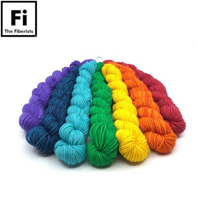 yarn arranged in rainbow spectrum