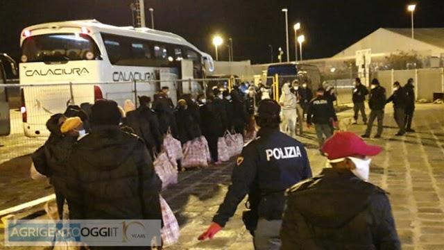 Migranti, dopo sbarco a Torre Salsa otto arresti