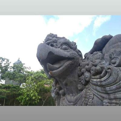 Patung di Pantai Pandawa Bali