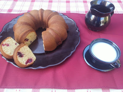Bundt cake de frutos del bosque