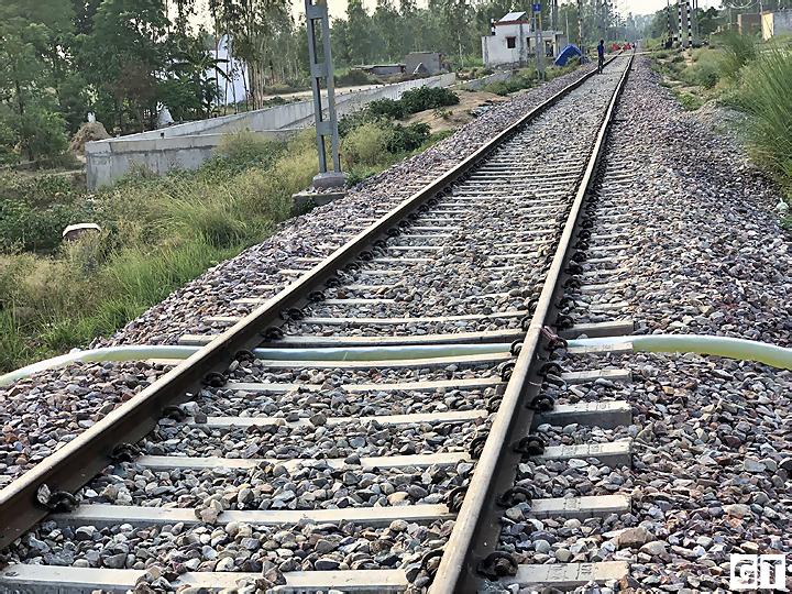 railway-line-gajraula