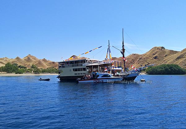 Komodo Island Liveaboard Boat