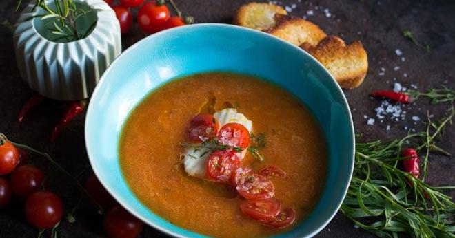 s k che gek hlte tomatensuppe aus ofenger steten tomaten so schmeckt der sommer. Black Bedroom Furniture Sets. Home Design Ideas