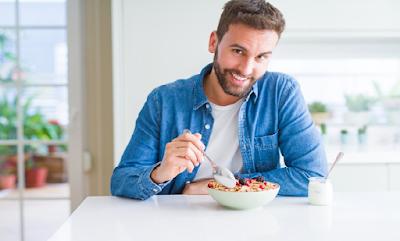 Hukum Suami Makan Enak di Luar Rumah, Anak Istri Makan Seadanya Dirumah