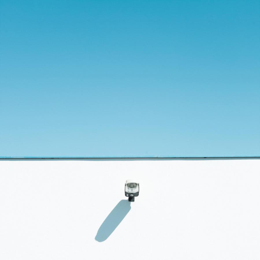 Fotografi minimalis dengan warna langit kontras yang keren dan bagus