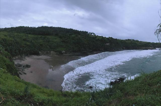 hidden beach indonesia