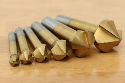 面取りカッター 面取カッター 工具 金属 プラスチック 加工 6本 セット (ヘッド部分直径: 6.3mm、8.3mm、10.4mm、12.4mm、16.5mm、20.5mm)右から2個目のヤツは刃先にキズ有りです