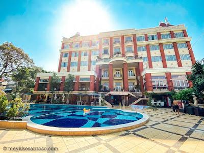 Tampak belakang Grand wahid Hotel Salatiga