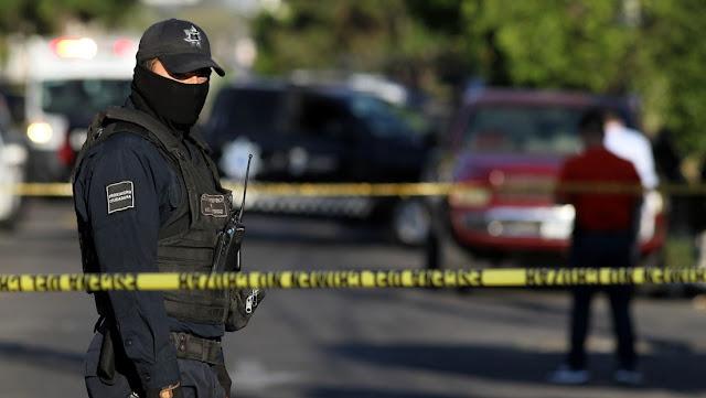 Un policía mexicano muere acribillado al defender a su familia de un asalto mientras acampaba a orillas de una laguna